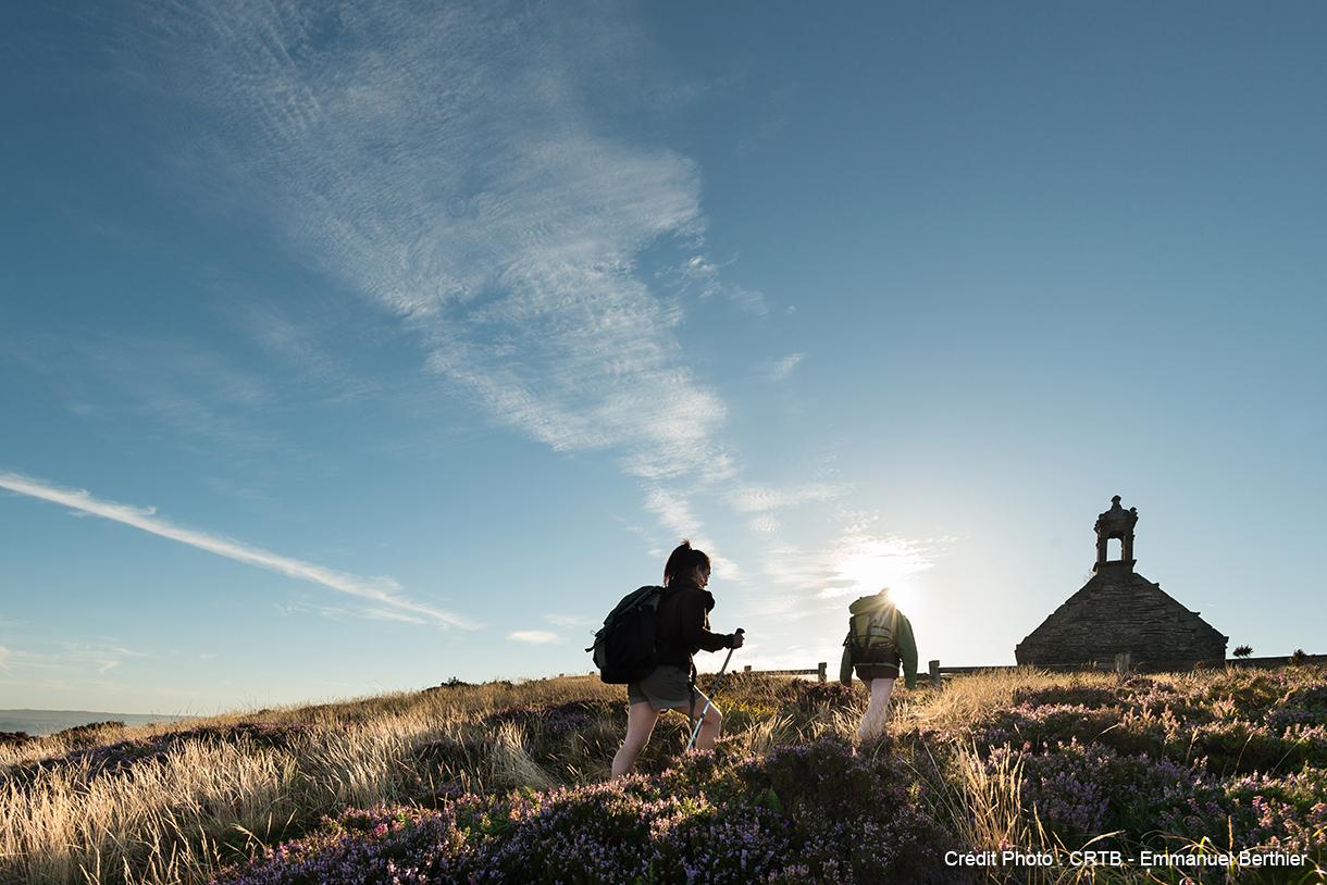 Des randonneurs à la conquête des Monts d'Arrée
