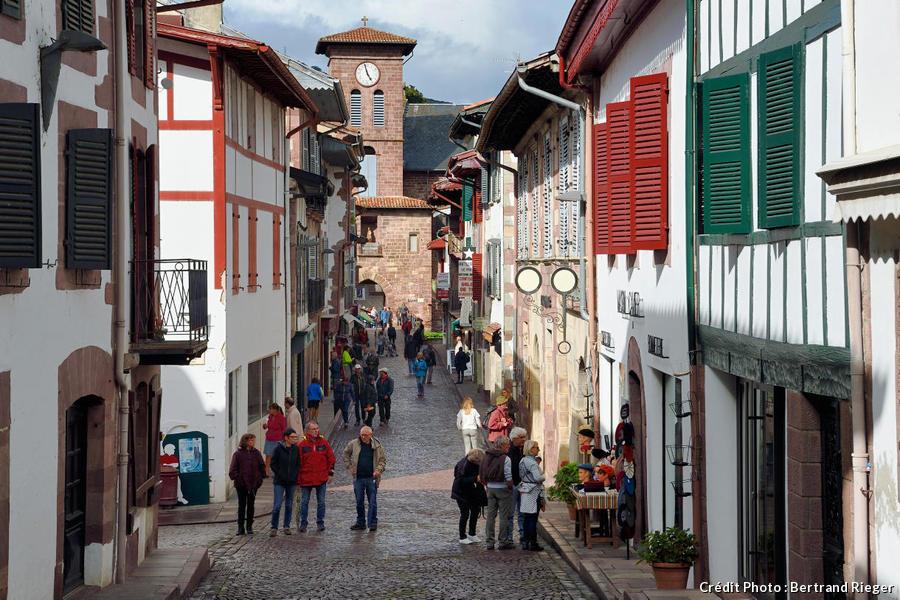 La rue d'Espagne à Saint-Jean-Pied-de-Port, sur le chemin de Compostelle (Pays Basque)