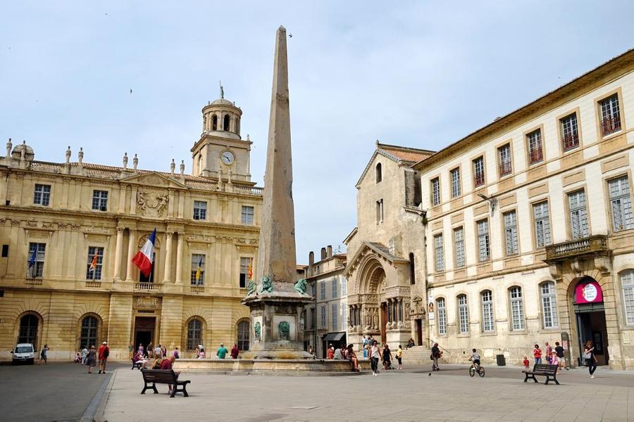 Place de la république à Arles
