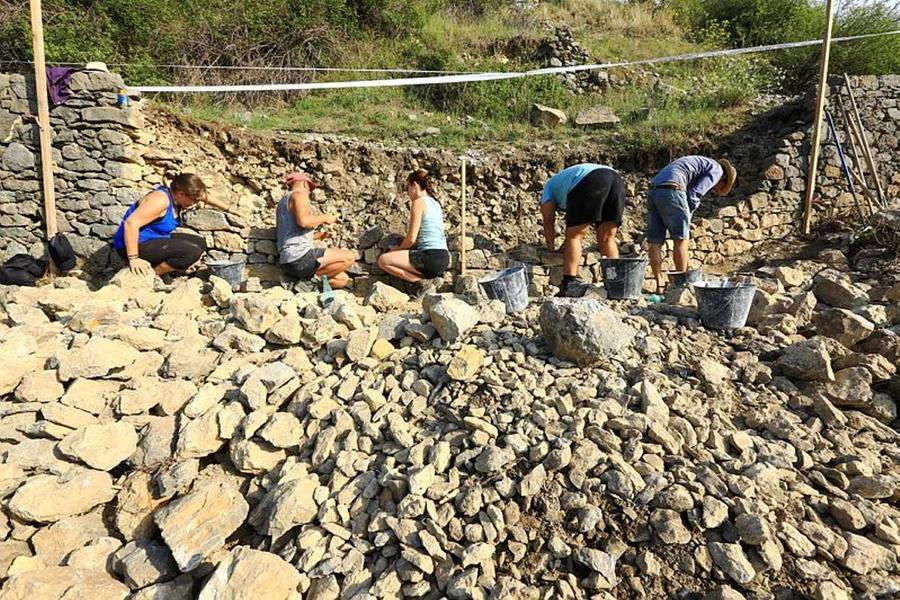 Le village de Tanaron en reconstruction