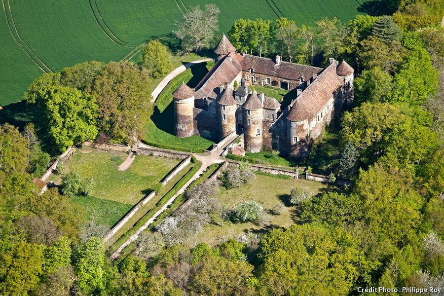 Le château médiéval de Ratilly, en Bourgogne
