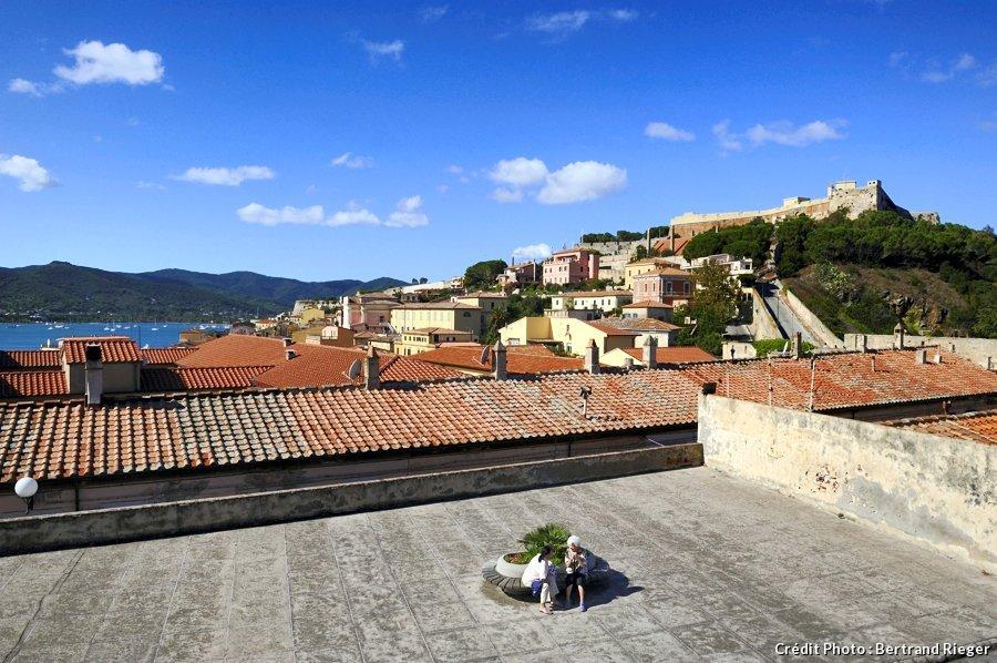 Visite d elbe la petite corse par rafael pic du magazine for Piscine ile napoleon