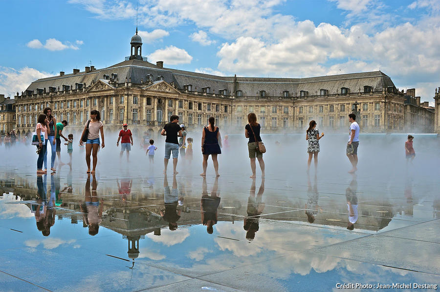 Les plus belles places de france d tours en france for Miroir bordeaux