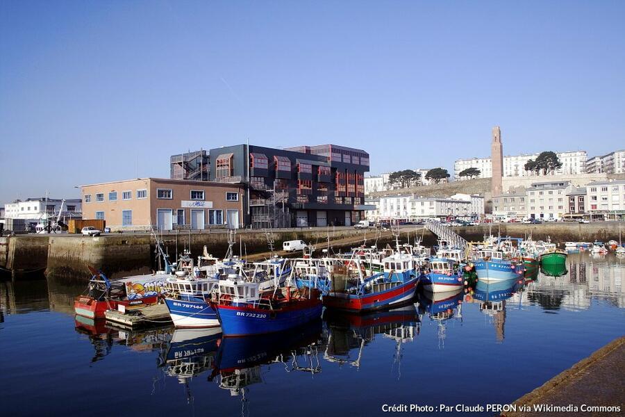 Brest et son port la mer au sens large d tours en france - Surplus militaire brest port de commerce ...