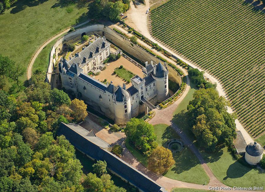 Vue aérienne du château de Brézé