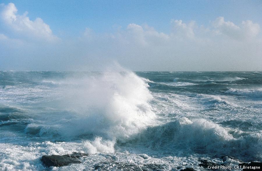 mer déchainée en Bretagne