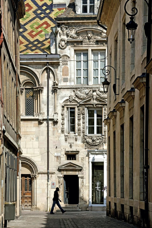 La d couverte des joyaux m connus de dijon d tours en for Dijon architecture
