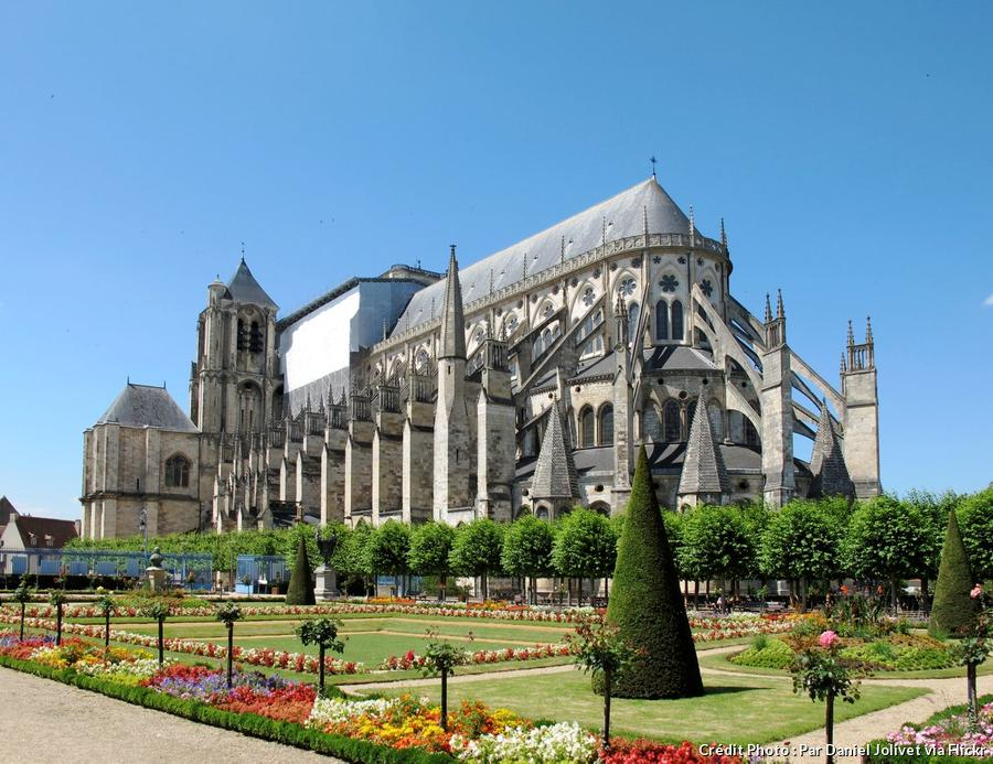 def-camp-jacques-coeur-cathedrale-saint-etienne-bourges.jpg