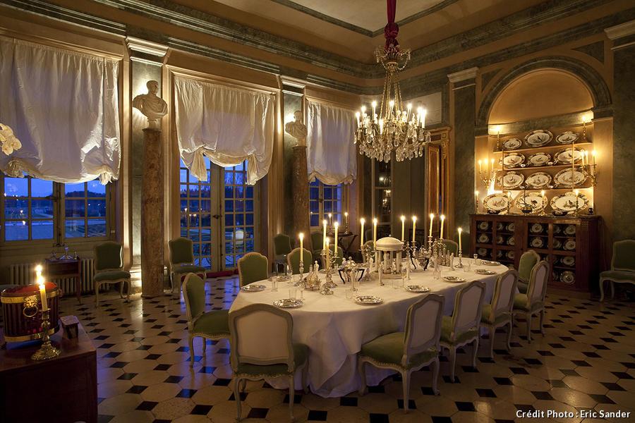 Salle a manger baroque chic dcoration noir et or pour for Salle a manger baroque chic