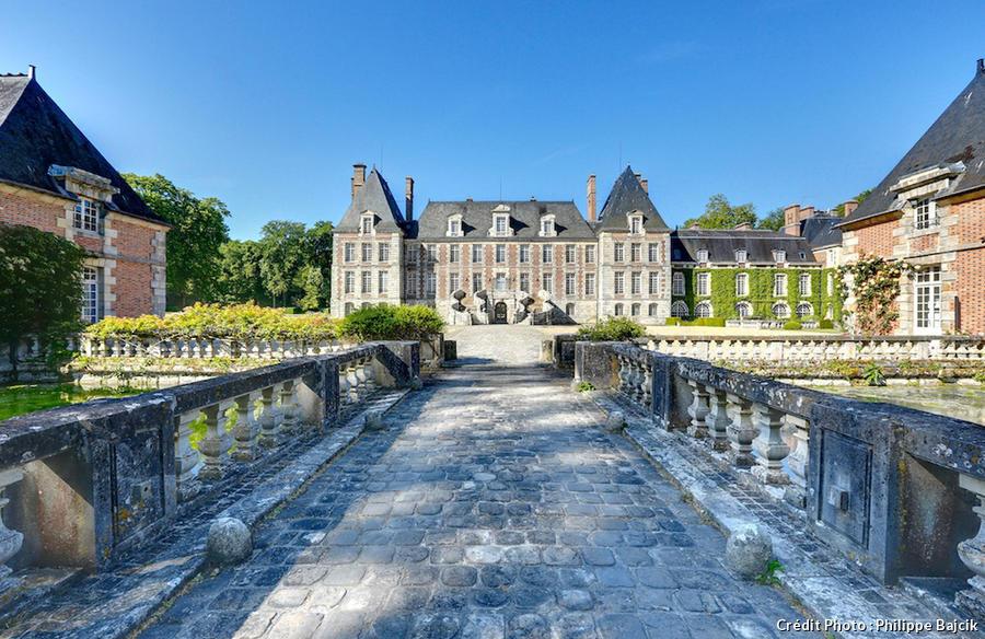Vue sur le château de Courances