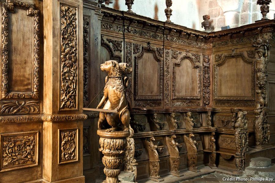 Tête de lion en bois sculpté