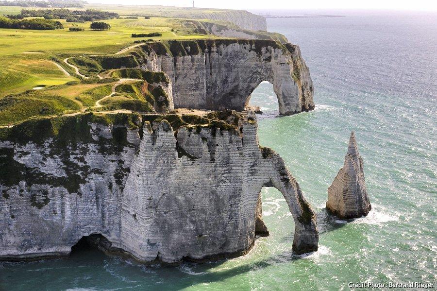 Falaises d 39 etretat entre manche et bocages balade au grand air en normandie - Office de tourisme d etretat ...