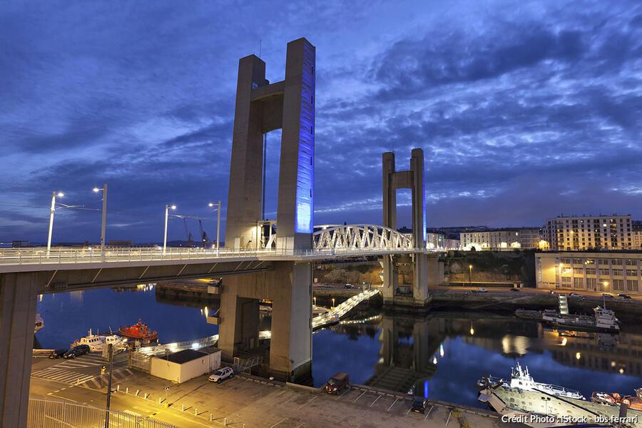 Brest une histoire une rade et un port d tours en france for Piscine brest
