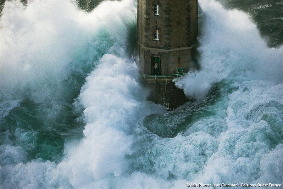 phare de la jument en Bretagne
