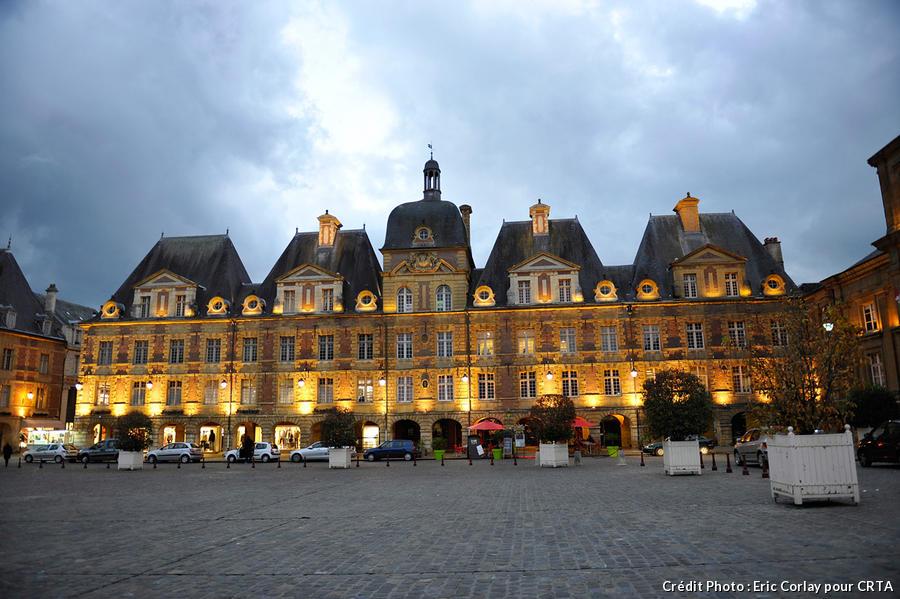 place ducale vue de nuit à Charleville Mézières