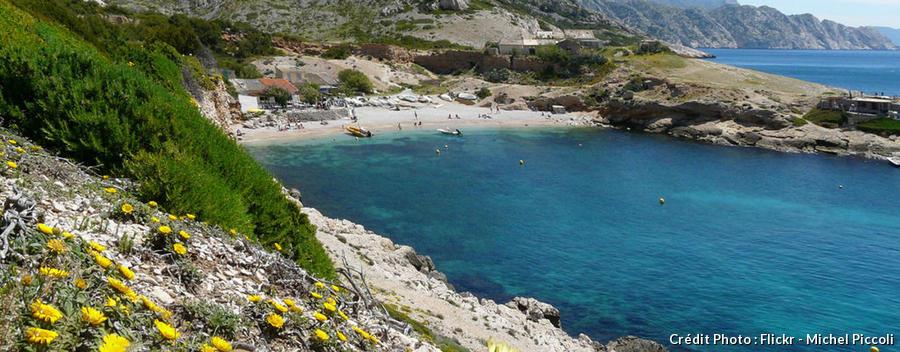 La plage de la calanque de Marseilleveyre