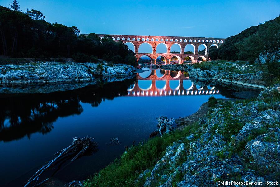 det_pont-du-gard-nuit_istock.jpg