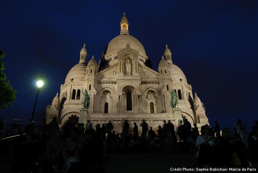 La basilique du Sacré-Cœur de nuit