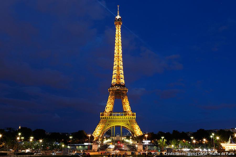 Visite nocturne de paris 11 lieux incontournables for A l interieur de la tour eiffel