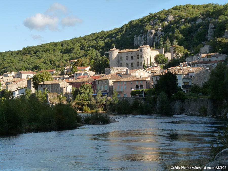 Vue sur l'Ardèche et Vogüé