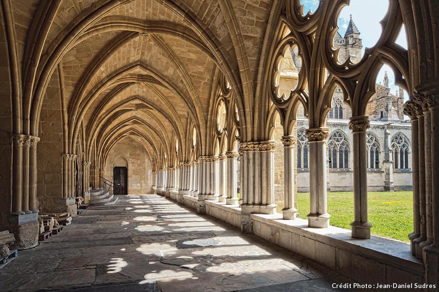 Le cloître gothique de la cathédrale Notre-Dame