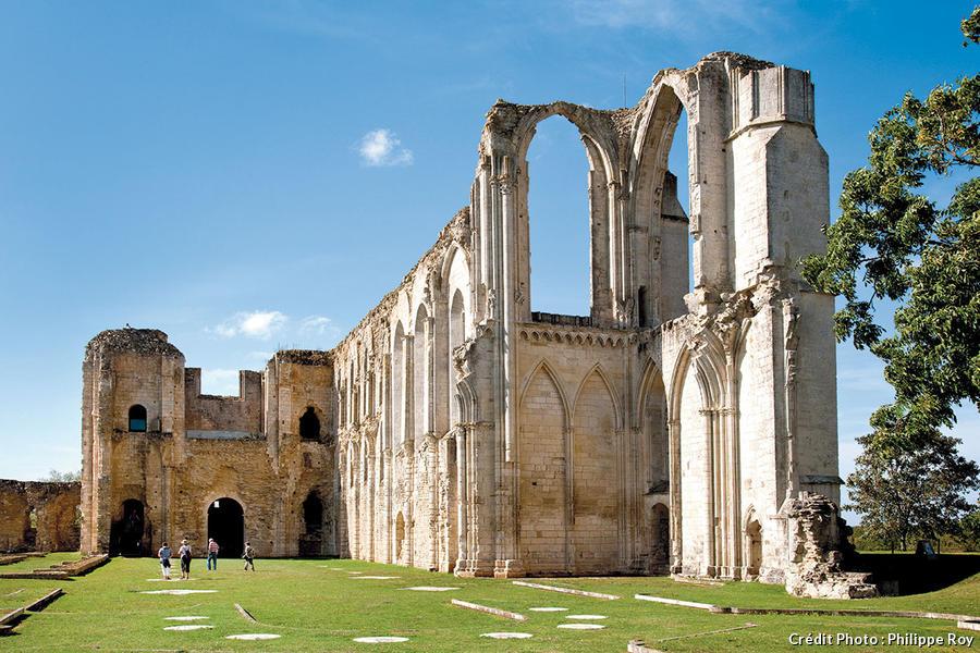 Les ruines de l'abbaye de Maillezais