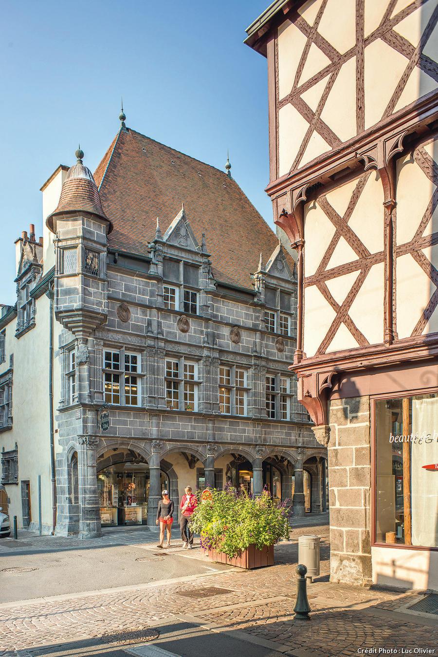 Rue De L Hotel De Ville A Riom