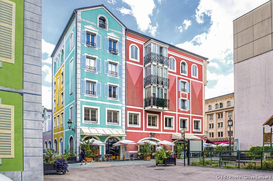 Façades colorées dans le quartier de l'Europe