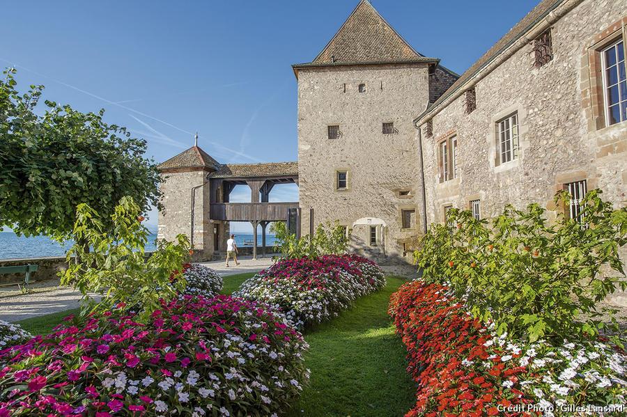 Le château de Rolle sur la rive Nord du lac Léman