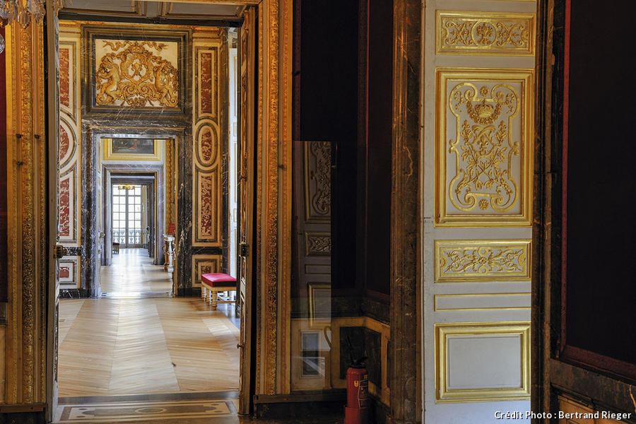versailles le grand appartement de la reine d tours en france. Black Bedroom Furniture Sets. Home Design Ideas