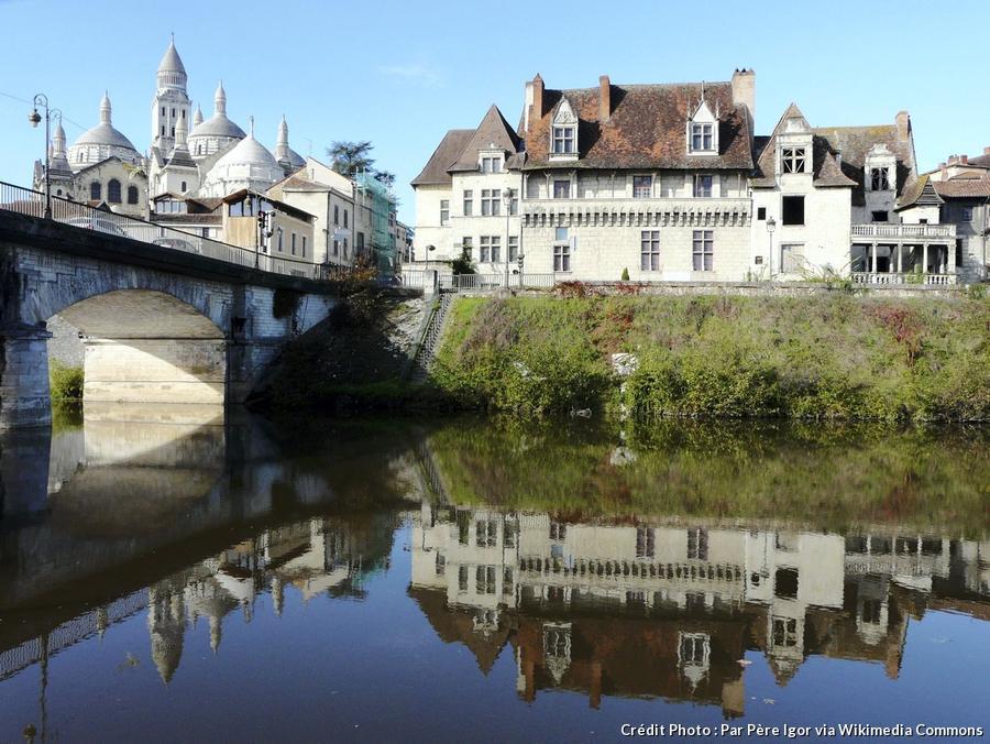 perigueux-pont-barris_aval-maison-des-consuls.jpg