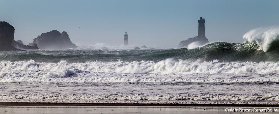 Le phare de la Vieille depuis la plage.