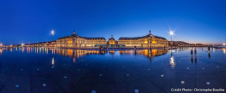 places_france_bordeaux_place_de_la_bourse_nuit_panoramique_credit_christophe_bouthe_1.jpg