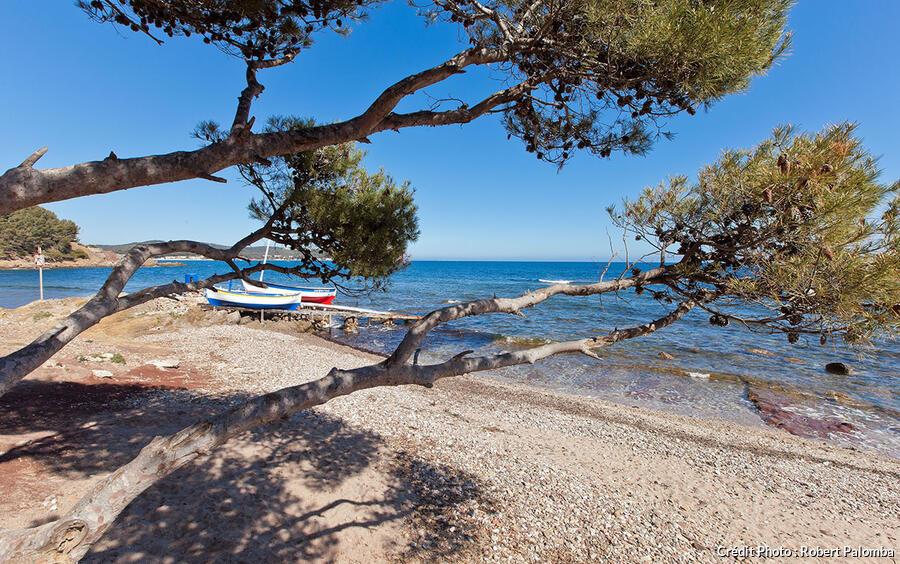 Les plus belles plages du var for Garage six fours centre auto
