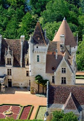 Les Milandes, le château « arc-en-ciel »