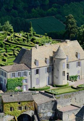 Le château de Marqueyssac, suspendu à ses jardins