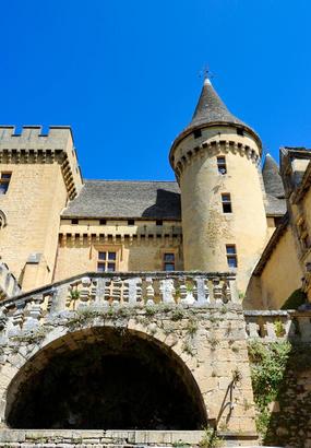 Le château de Puymartin, lombre de la Dame blanche