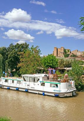 À la découverte du canal du Midi en bateau, entre Homps et le Somail