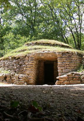 Tumulus de Bougon : site néolitique en Deux-Sèvres