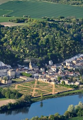 La Roche-Guyon et son château se mettent en Seine