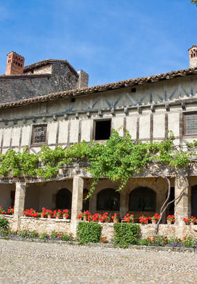 Pérouges, quelque chose de lOmbrie