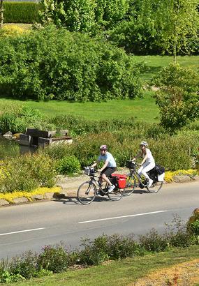 Découvrir la Vallée de l'Orne par la Vélo Francette