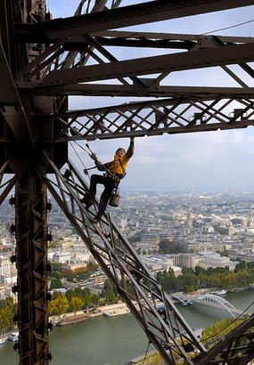 Les peintres-alpinistes de la tour Eiffel