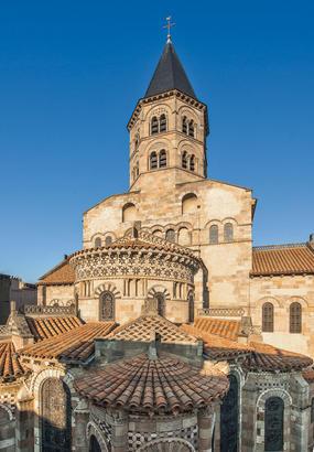 Clermont-Ferrand : léglise Notre-Dame-du-Port