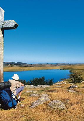 Le lac Saint-Andéol près de Marchastel