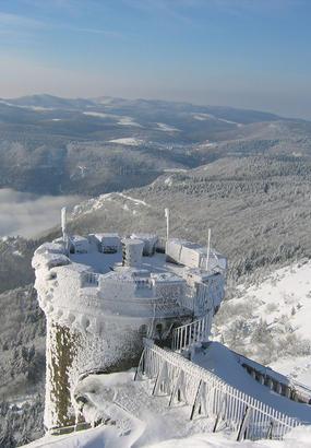 Observatoire du Mont Aigoual sous la neige
