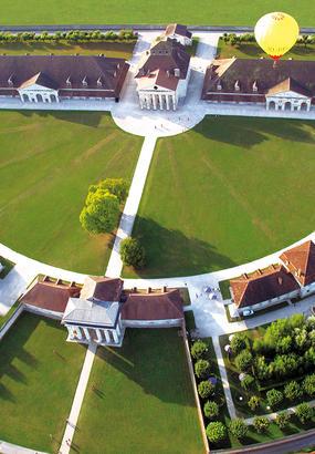 Arc-et-Senans, le palais de lor blanc